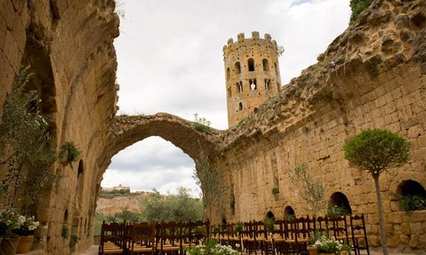 Ślub w ruinach
