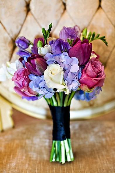 wedding-bee4607_lavender_bridesmaid_bouquet_jpg