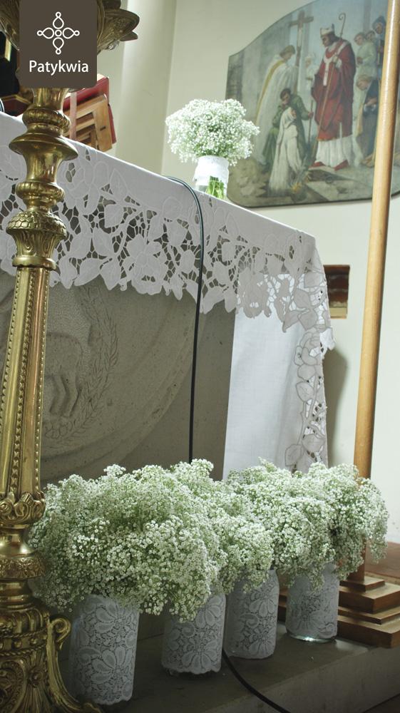 dekoracja ołtarza gipsówka