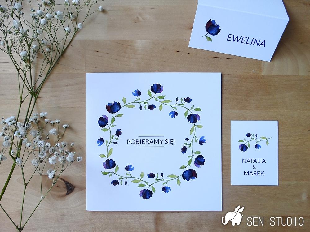 zaproszenia-granatowe-kwiaty-rozkladane-1